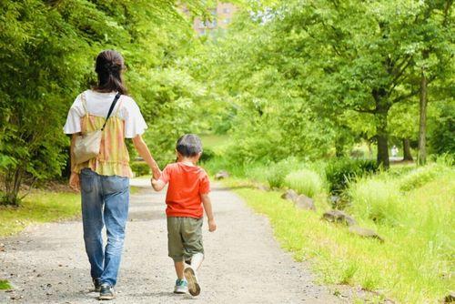 世界的にも厳しい、日本の「ひとり親世帯」が置かれている経済状況