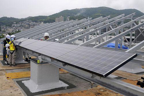 「屋根貸し」太陽光発電事業、全国に拡大中
