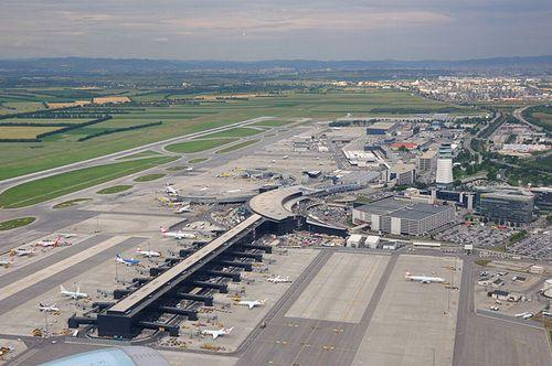 オーストリア連邦行政裁判所、気候変動悪化を理由にウィーン空港の滑走路拡張計画承認の却下を命じる